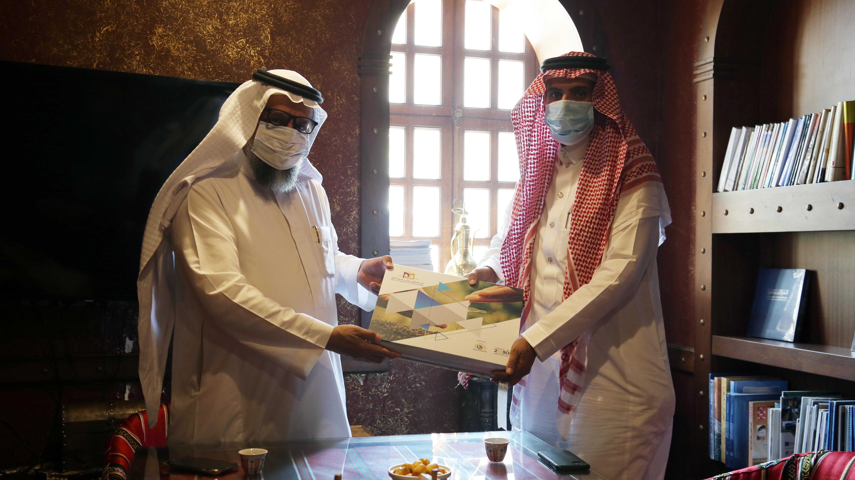 مدير بيت الخبرة للاستشارات والدراسات بجامعة الباحة يلتقي مدير مركز بيت الخبرة